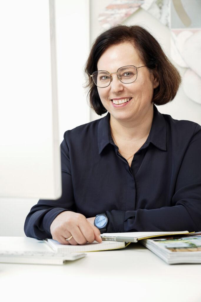 Porträtfoto von Claudia Neumann